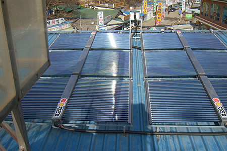 Double wing non-pressure solar collector
