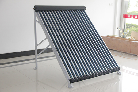 Heat pipe pressurized solar collector